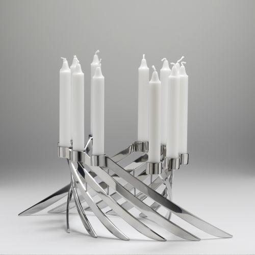 Com design de Knud Holscher, o castiçal