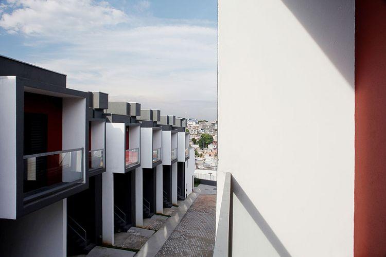 Vista da janela de uma das casas do conjunto residencial, localizado no bairro de Brasilândia, em São Paulo. Com esse projeto, Vital foi um vencedores na categoria