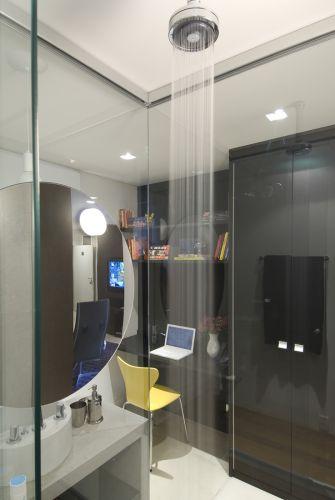 Do boxe com chuveiro da Deca, o proprietário tem visão do home office e do estar