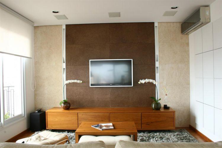 Sala Com Tv Lcd Na Parede ~  confortáveis para assistir à TV  Casa e Decoração  UOL Mulher