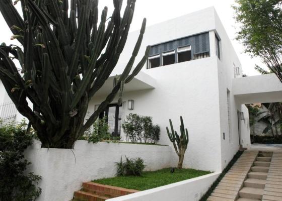 Imagem atual da Casa Modernista, inaugurada em 1930. O imóvel localizado na rua Itápolis, no bairro do Pacaembu, em São Paulo (SP) é um marco da arquitetura modernista brasileira - Mariana Chama/Divulgação