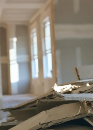 Antes de derrubar as paredes da casa, é imprescindível certificar-se que não têm função estrutural: as consequências podem ser graves