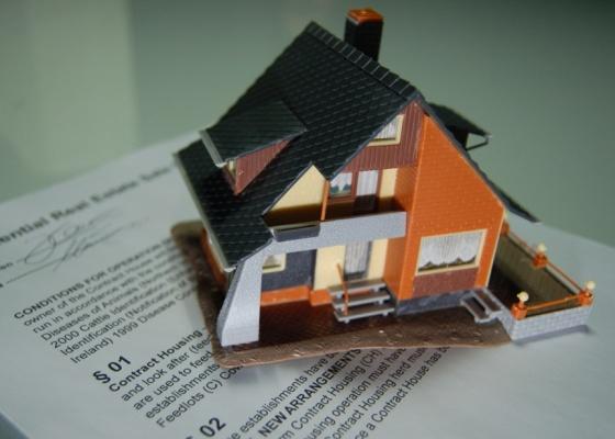 A prestação para compra do imóvel não deve ultrapassar o equivalente a 20% da renda familiar