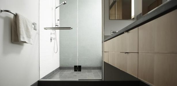 Cromoterapia e efeito espelhado incrementam os boxes de for 2 bagni piccola casa