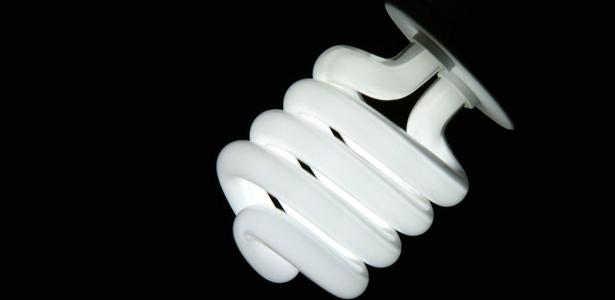 Desde 2009, lâmpadas incandescentes vem sendo substituídas pelas fluorescentes compactas - Renato Stockler/Folha Imagem