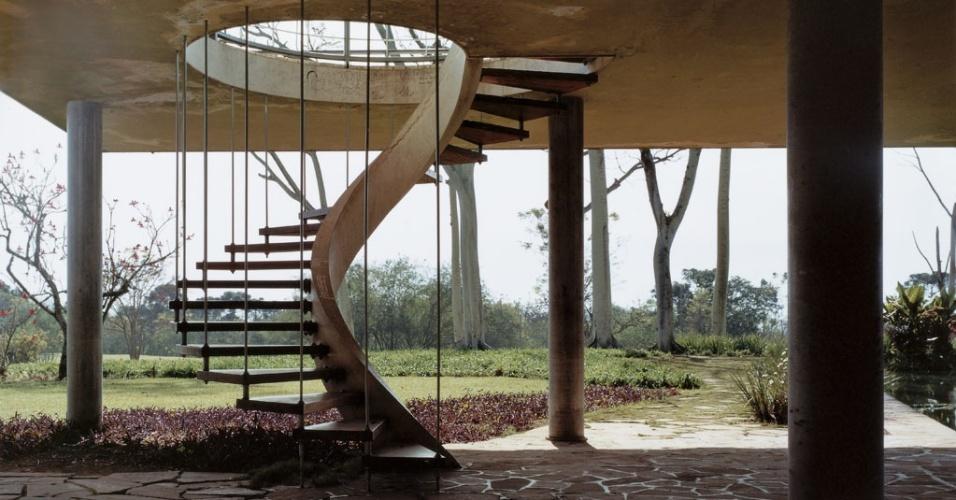 Escada helicoidal na Residência Olivo Gomes (1949), de Rino Levi, em São José dos Campos (SP)