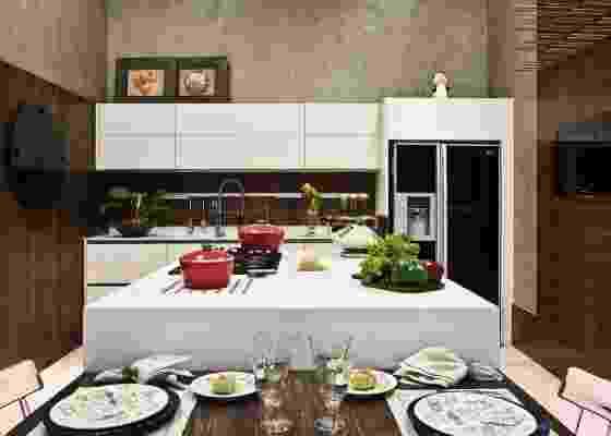Cozinha criada por Luiz Carlos Maranhão Antunes; ambiente está na Casa Cor MT 2010 - Divulgação