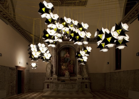 Instalação com Starbrick, módulos de luz que podem ser usados como luminária pendente, de piso ou de mesa, criados pelo dinamarquês estabelecido em Berlim Olafur Eliasson - Leonardo Finotti / UOL