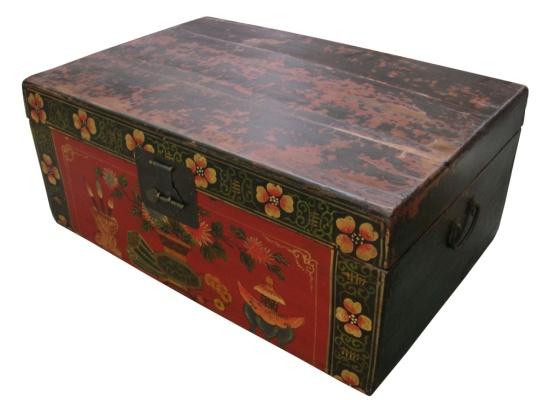 Baú Xangai da loja Espaço Til. A peça é feita de madeira chinesa