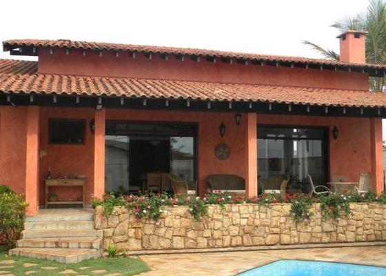 Fachada da casa da internauta Verônica, que pergunta se acertou ao escolher a cor das paredes