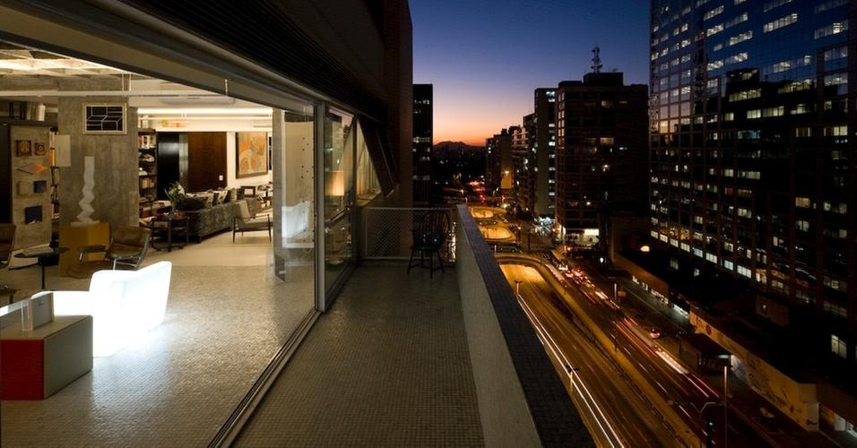 Apartamento na Avenida Paulista reformado por Piratininga Arquitetos Associados