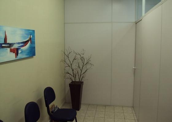 Recepção do escritório do advogado Pedro Villas Boas, em Santos (SP), leitor do UOL