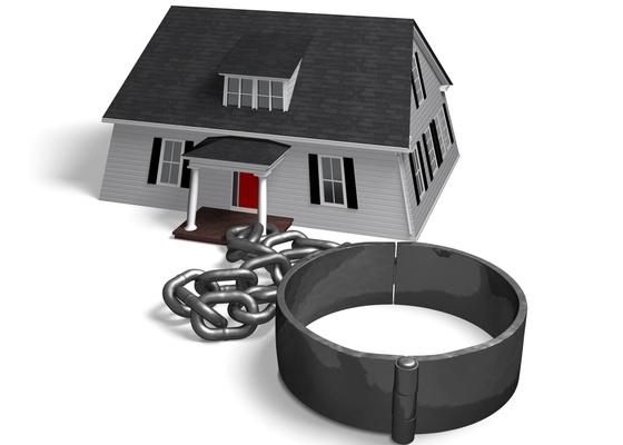 No caso de morte ou separação do inquilino, o fiador pode desobrigar-se de continuar responsável pelo cônjuge que permanecer no imóvel. Basta comunicar ao proprietário por escrito