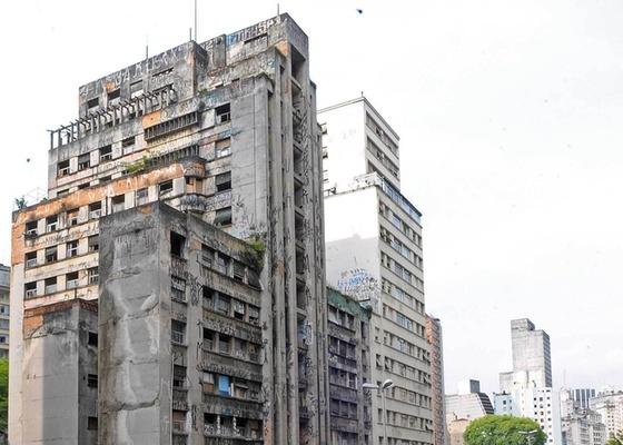 Edifício desocupado na Avenida Nove de Julho, na região central de São Paulo (SP) (12/11/2009)