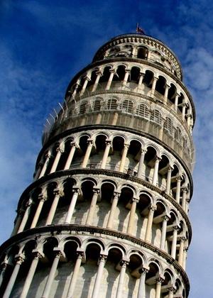 Torre de Pisa, na Itália, cuja restauração que já dura oito anos está na fase final - Stock Images