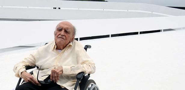Oscar Niemeyer, na inauguração da fundação que leva seu nome, em Niterói (RJ) (15/12/2010)