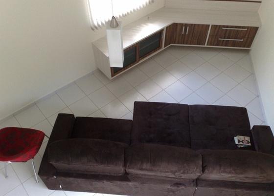Sala de estar da internauta Rosângela da Silva, ambiente que tem um ângulo difícil de mobiliar