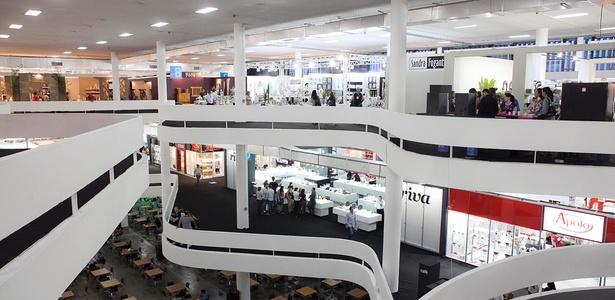 Vista do interior do pavilhão de exposições da Bienal de São Paulo (2011) - Lucas Lima / UOL