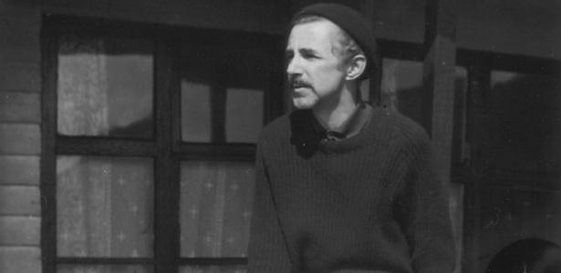 O artista digital inglês Desmond Paul Henry em imagem de 1983