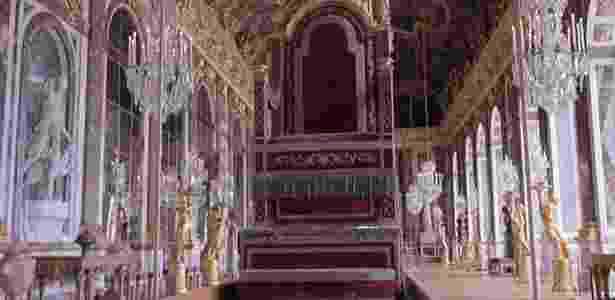 Palácio de Versalhes abriga exposição de tronos de diversos países ao longo da história - BBC Brasil