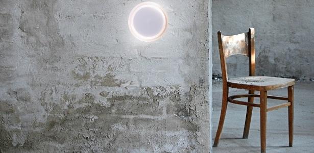 """Luminária """"Moon Glass"""" venceu um dos prêmios iF Design na categoria """"Iluminação"""". A peça é assinada por Daniela Zilinsky e comercializada pela Blumenox Iluminação, de Blumenau-SC - Divulgação"""