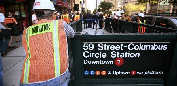 Placa de metrô em Manhattan instalada em 2008 utilizando a fonte Helvetica