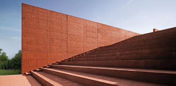 Biblioteca de Curno, Itália, projetada pelo escritório italiano Studio Archea como um livro aberto - Divulgação