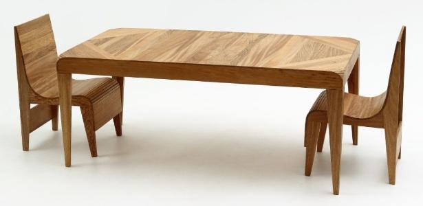 Cadeiras e mesa retangular da linha LOT desenhadas pelo designer norte-americano Harry Allen  - Divulgação