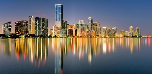 Vista panorâmica da baía de Miami na Flórida. Brasileiros se interessam por imóveis na cidade