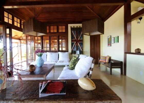 Madeira é a peça-chave na casa de praia, como nesta residência em Trancoso, na Bahia,<br> com projeto do escritório novaiorquino Sixx Design; clique aqui para ver mais fotos
