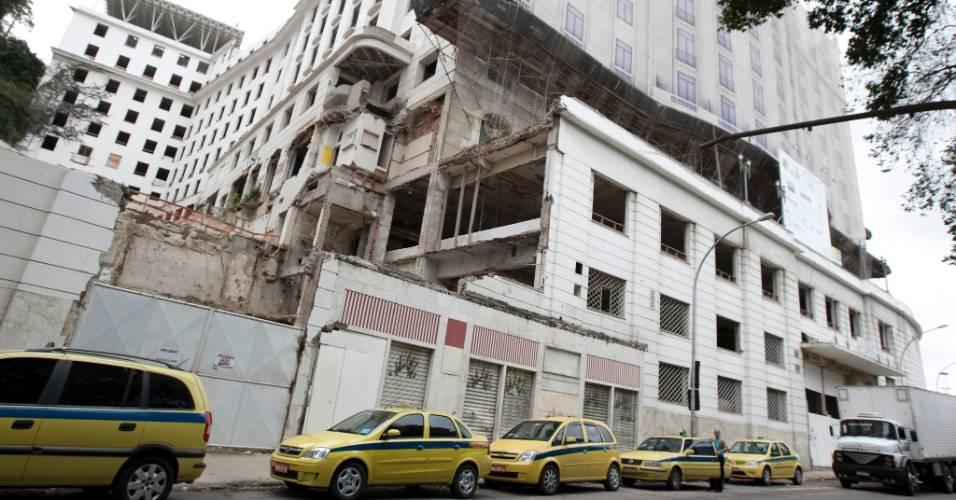 O hotel Gloria, comprado ha cerca de 2 anos pelo empresario Eike Batista, está com as reformas paradas