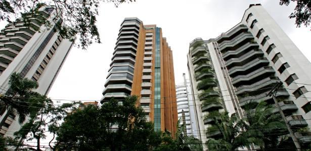 Apartamentos de alto padrão na rua Curitiba, no Ibirapuera, em São Paulo