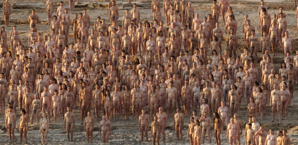 Mais de 1 mil israelenses posam nus às margens do Mar Morto para o fotógrafo Spencer Tunick - Jack Guez/AFP