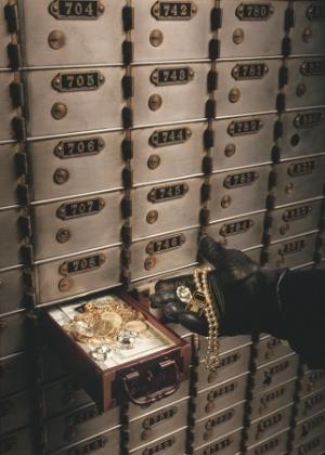 Embora seja denominado contrato de locação,<br> a relação entre o banco e o cliente que aluga um cofre é a de depósito, na qual a instituição se responsabiliza pela guarde de objetos e valores