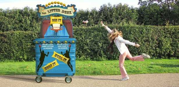 """Lixeira """"cesta de basquete"""" fala com voz de celebridades em Londres. A lata de lixo integra a campanha da organização """"Keep Britain Tidy"""" (Mantenha a Grã-Bretanha Limpa) - Divulgação/BBC"""