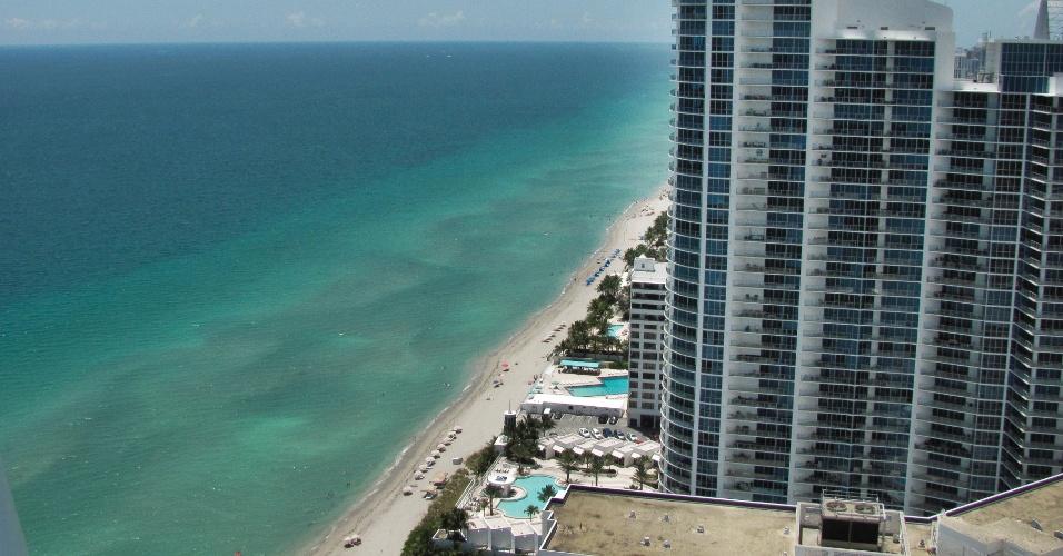 Vista dos apartamentos do condomínio Canyon Ranch em Miami Beach, na Flórida (EUA)