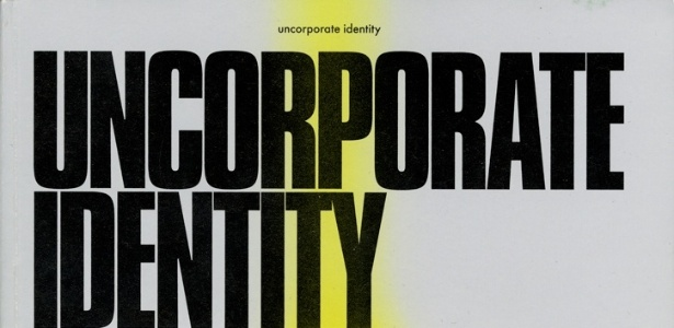 "Capa do livro ""Uncorporate Identity"", produzida por Metahaven, em 2010"