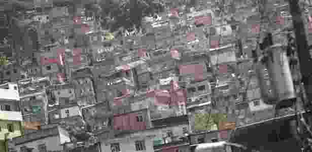 """Vista geral da comunidade da Rocinha, no Rio de Janeiro. Após UPP""""s aluguéis crescem - Ricardo Moraes/Reuters"""