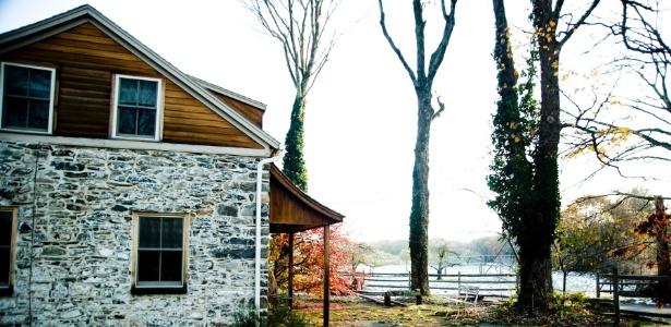 Casa de fazenda da década de 1770, em Accord, cidade próxima a Nova York, reformada por Fabio Chizzola e Laura Ferrara para ser usada como casa de campo - Randy Harris/The New York Times