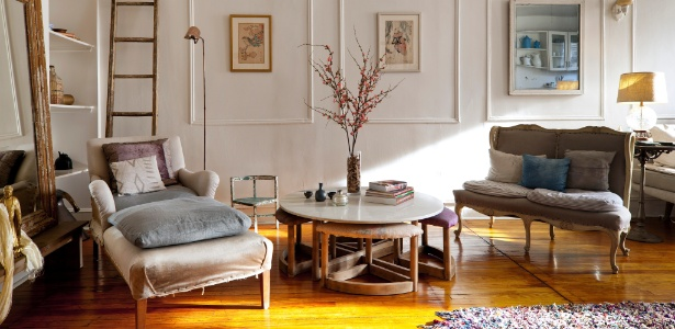 A aposentada Aya Yamanouchi Lloyd renovou seu apartamento no Brooklyn, em Nova York, com a ajuda do estúdio Nightwood  - Trevor Tondro/The New York Times
