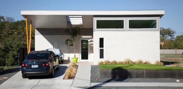 Casa do conjunto residencial SOL, em Austin, no Texas, EUA, projetadas para serem de baixo impacto no meio ambiente e eficientes do ponto de vista energético. Com entre 95 m² e 170 m², as casas fogem do padrão das residências norte-americanas  - Ryann Ford/The New York Times