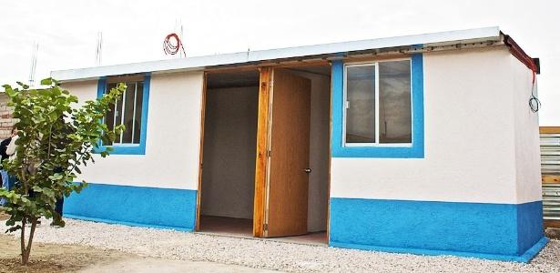 As casas de dois quartos têm 40 m² e são feitas de materiais reciclados e reutilizados